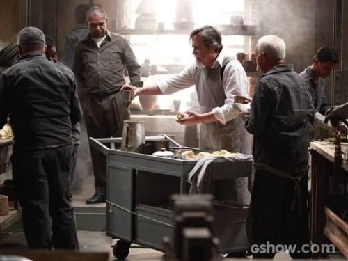 Ernest trabalhando na produção