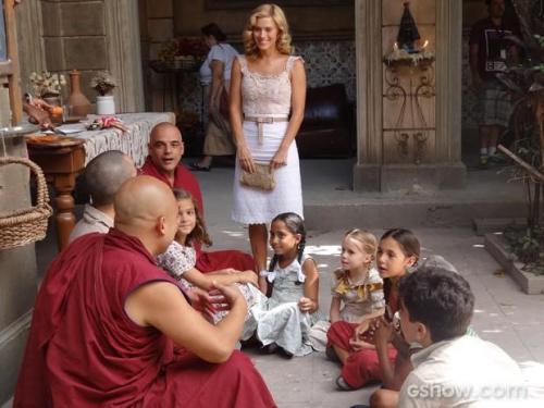 Os monges ensinando valores humanos