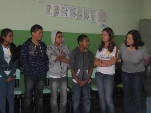 Crianças e eu em uma atividade do programa de educação em valores humanos